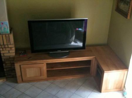 Meuble tv meubles et arts liffolois for Meuble tv angle chene massif